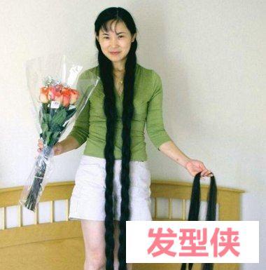 国际长发女戴月琴剪辫子图片 剪长发大辫子专辑